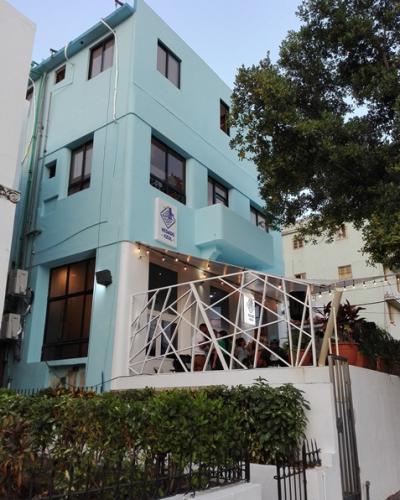 El inmueble se encuentra en la calle 2, entre 23 y 25, en la barriada de El Vedado. Fotos: Marianela Samper