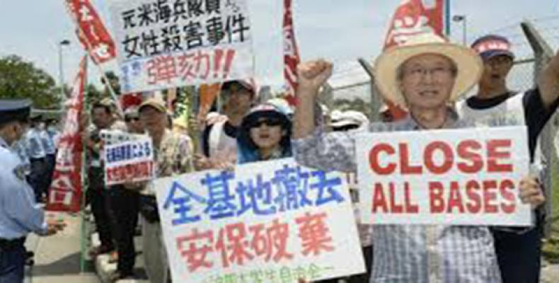 Japanese residents in Okinawa protest U.S. base (Photo: AFP)