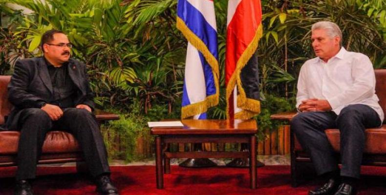 Cuban First Vice President Miguel Díaz-Canel met Tuesday afternoon in Havana with Sabri Saidam, Minister of Education and Higher Education of Palestine