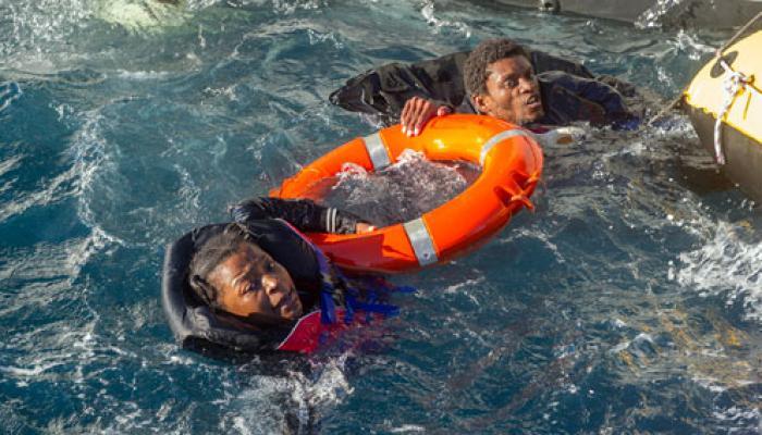 Cerca de seiscientos migrantes fueron rescatados por navíos de la Guardia Costera y la Marina de Italia