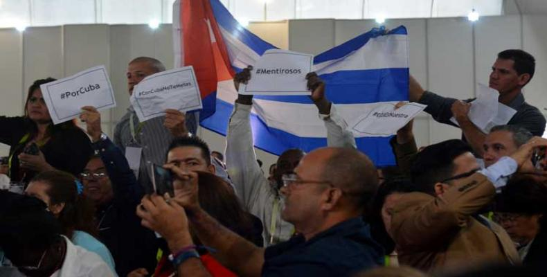Protesta de la delegación cubana por la metodología de los organizadores de la Cumbre continental para decidir voceros y participantes. Foto/PL