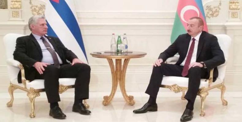 El encuentro entre Díaz-Canel (I) y Aliyev (D) resultó amistoso, fraterno y fructífero. Foto tomada de PL