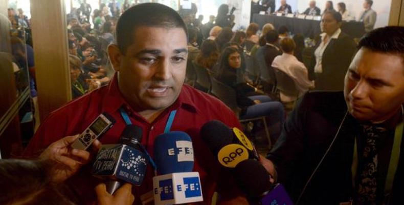 Para el líder juvenil es inadmisible que estén acreditados al foro jóvenes que no representan los legítimos intereses de la juventud cubana. Foto: Roberto Suáre