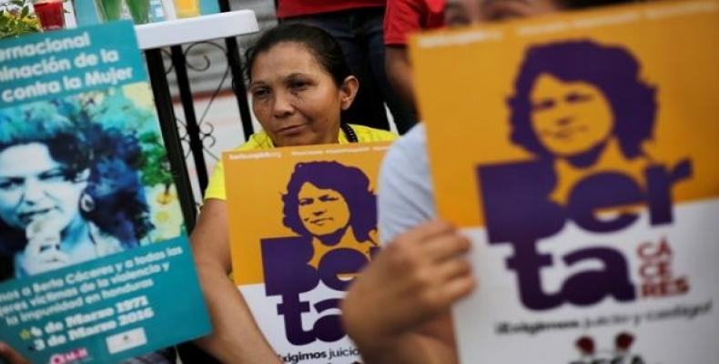 Protesters demand justice for Berta Caceres.   Photo: teleSUR