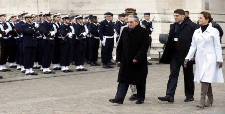 Raúl Castro recibido con todos los honores en Francia en el inicio de su actual visita de Estado a Francia (visiondesdecuba.com)