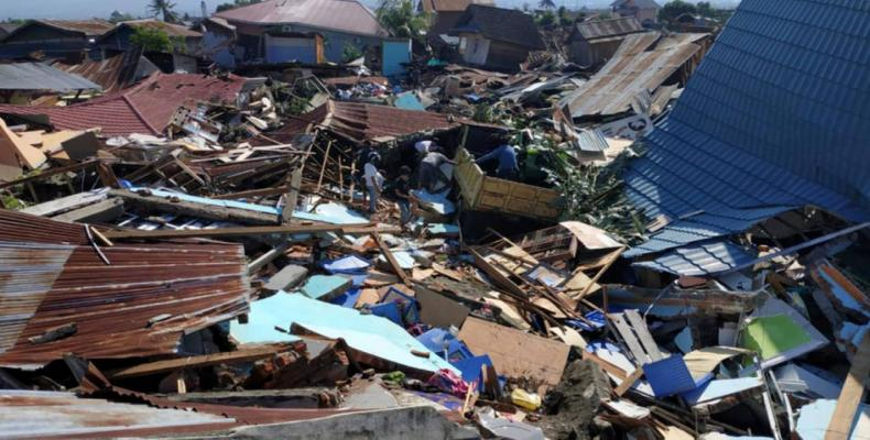 Death toll from tsunami in Indonesia rises to 430.  Photo: AP FILE