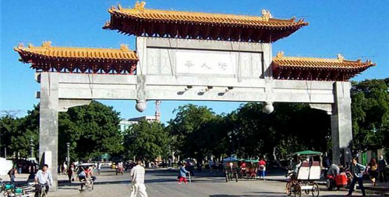 En 1999 se inauguró un bello pórtico en el barrio chino de La Habana.