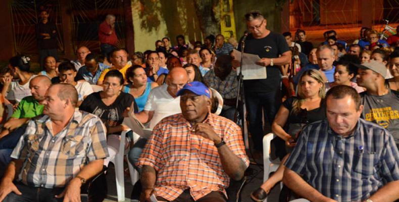 Estos encuentros son una posibilidad de escuchar el sentir del pueblo y de asegurar el futuro de todos los cubanos.(Foto: Osvaldo Gutiérrez Gómez/ACN)EZ