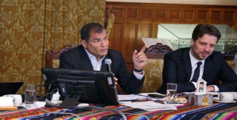 Correa en el conversatorio con la prensa