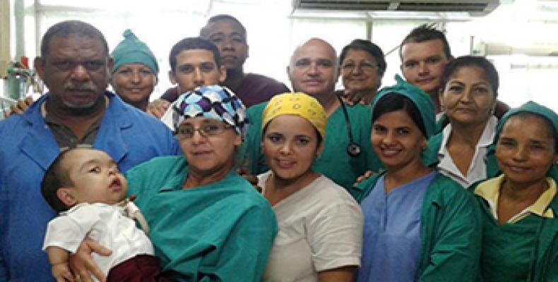 Una gran familia tiene Edikson en el hospital de San Cristóbal. Foto: Yuniel Labacena
