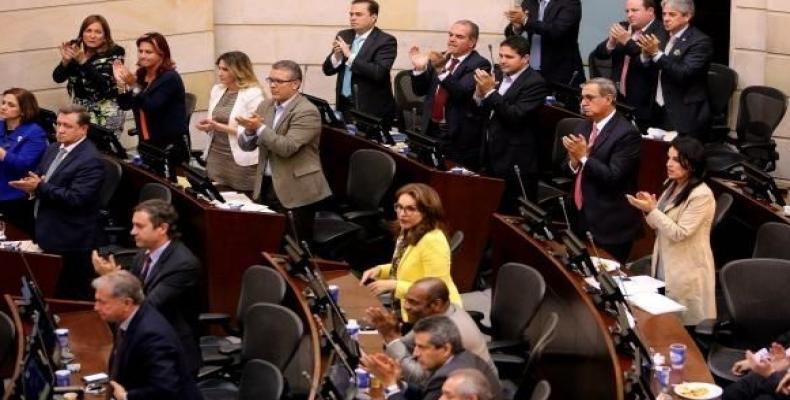 Senadores aplauden acuerdo sobre la paz
