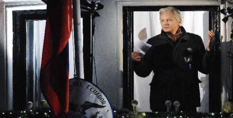 WikiLeaks founder Julian Assange speaks from the Ecuadorean embassy in London.   Photo: EFE