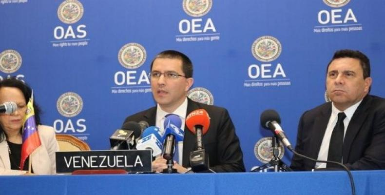 Venezuelan Foreign Affairs Minister Jorge Arreaza speaks to reporters at the headquarters of the OAS in New York.  Photo: teleSUR