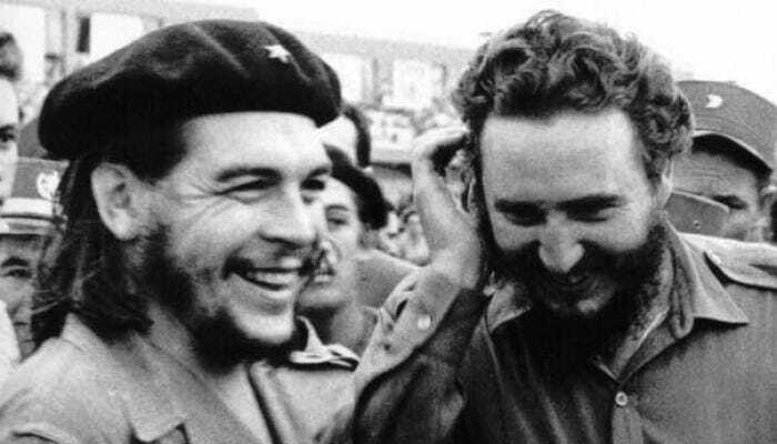 Fidel Castro (D) junto a Ernesto Che Guevara (I) en los primeros días de la Revolución. Foto: Archivo
