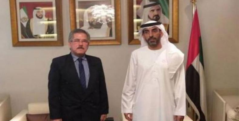 León Cruz (I) fue recibido por Ahmed Sari Almazrouei (D). Foto: PL