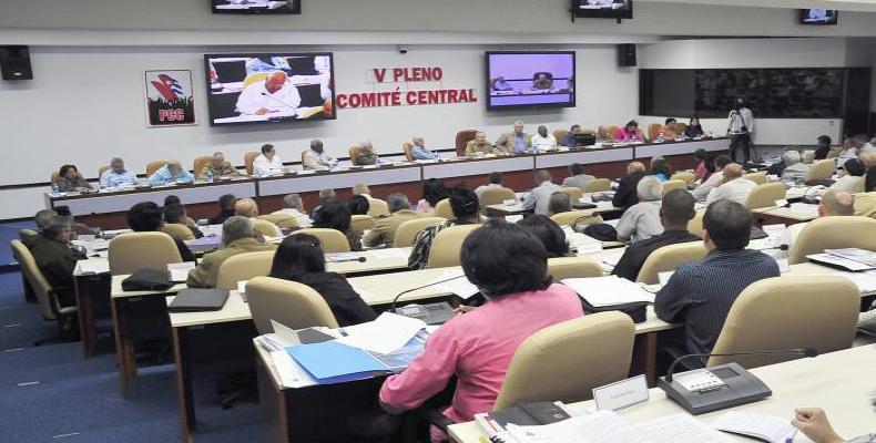 Analiza V Pleno del PCC actualización del modelo económico y social cubano.Foto: Estudios Revolución