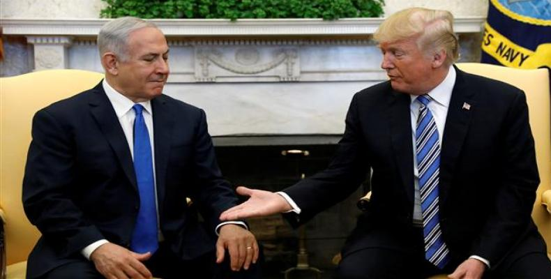 US President Donald Trump (R) meets with Israel Prime Minister Benjamin Netanyahu in the Oval Office of the White House in Washington, March 5, 2018.  Photo: Re