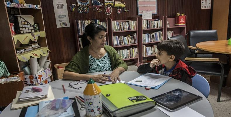 Maestros especializados deben garantizar la continuidad de estudios de niños internados en centros oncológicos. Foto: Reno Massola