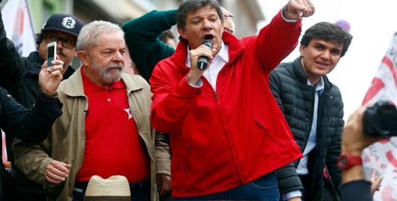 Former Brazilian president and Workers' Party (PT) co-founder, Luiz Inacio Lula da Silva gives a speech with Fernando Haddad.   Photo: EFE