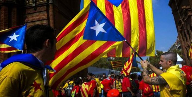 Manifestantes na Catalunha exigem liberdade de independentistas detidos.