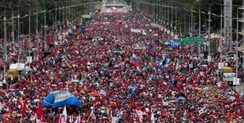 Resaltó Maduro que el pueblo dio una demostración de amor por la patria y patentizó su rechazo al terrorismo.Foto:Internet.