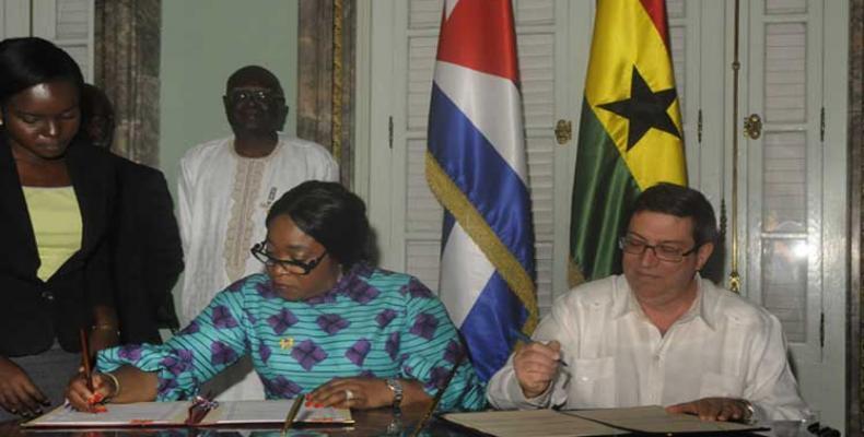 Shirley Ayorkor Botchwey y Bruno Rodríguez en La Habana. Foto: PL