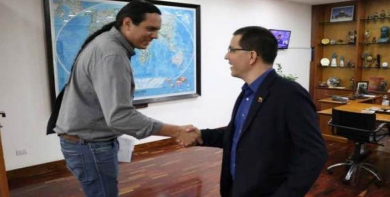 Nick Estes (left) and Jorge Arreaza (right). (Photo: twitter.com/jaarreaza)