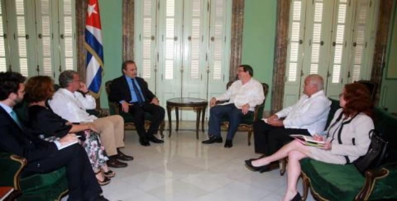 Rodríguez y Merlo también dialogaron  sobre diversos temas de la actualidad internacional. Foto: Cubaminrex
