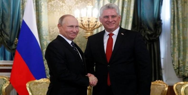 Cuban and Russian presidents meet in Moscow.  Photo: CubaDebate