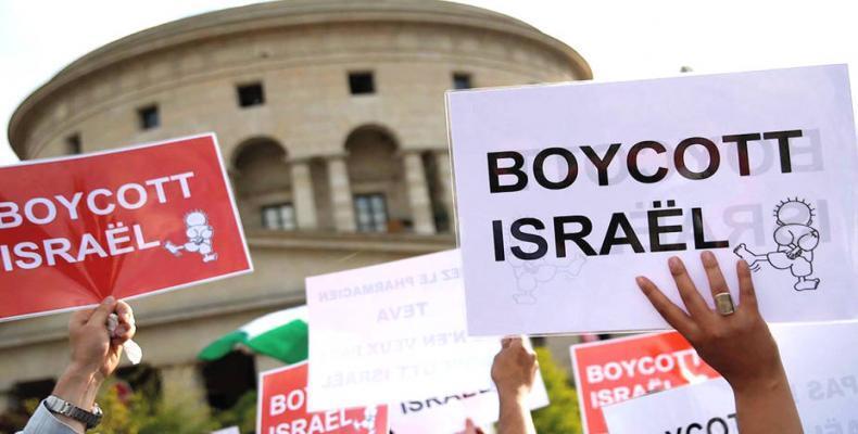 Anti-BDS lawsuit against Salaita and American Studies Association dismissed.  Photo: Democracy Now