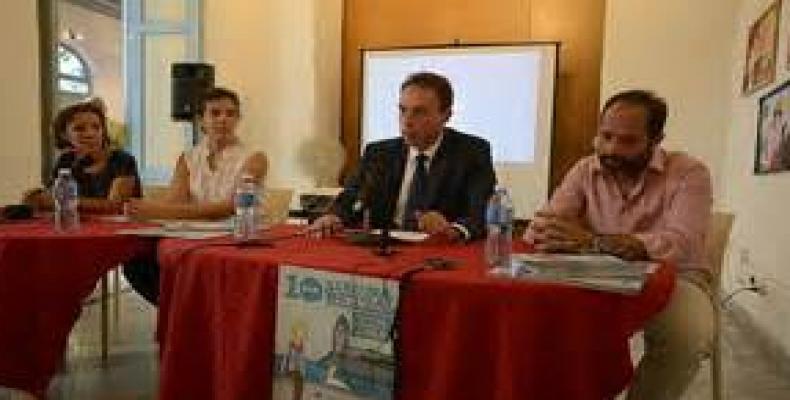 Embajador de Bélgica en La Habana durante la conferencia de prensa