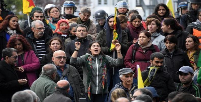 Protestas en Francia contra la ofensiva turca en Siria. También en Alemania, Países Bajos y Grecia salen a las calles con ese propósito. Foto: AFP