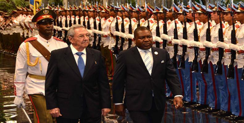 El Presidente cubano, Raúl Castro, recibió a su homólogo de Mozambique, Filipe Jacinto Nyusi