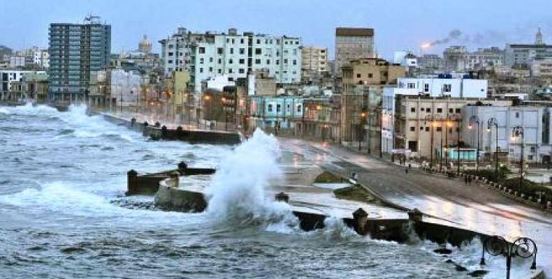 La furia del mar, resultado del cambio climático, arrastra todo a su paso. Fotos: Archivo