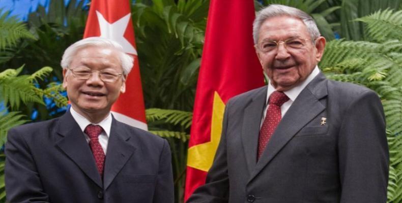 Nguyen Phu Trong (L) spoke with Army General Raúl Castro Ruz (R) in Havana. File Photo