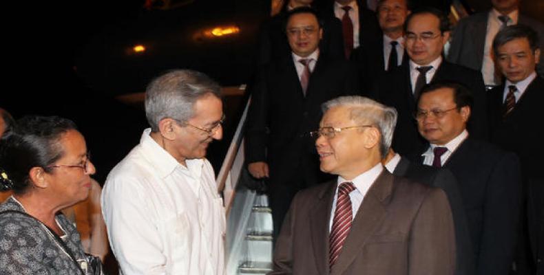 Nguyen Phu Trong à son arrivée à Cuba en avril 2012. Photo des archives