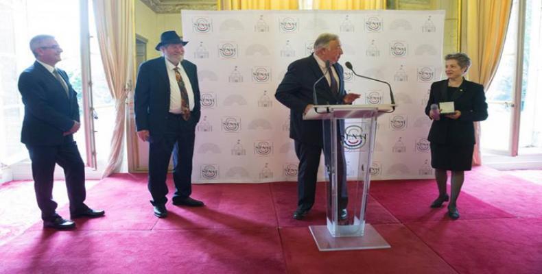 Condecoran en Francia a cubano por su contribución a las relaciones bilaterales. Foto:PL