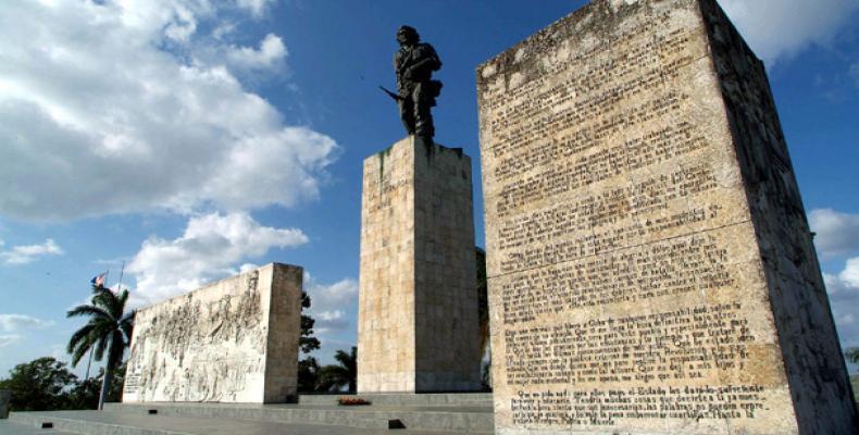 Homenaje al Che en el aniversario 53 de su caída en combate