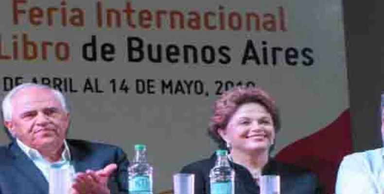 Dilma Rousseff y el expresidente de Colombia, Ernesto Samper, en la Feria del Libro de Buenos Aires.(Imagen:PL)