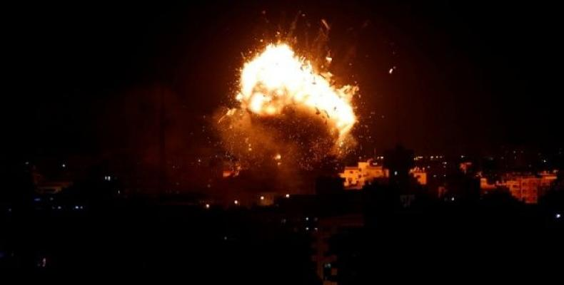 Explosion during an Israeli air strike on Hamas's television station, in Gaza City, November 12, 2018.   Photo: Reuters