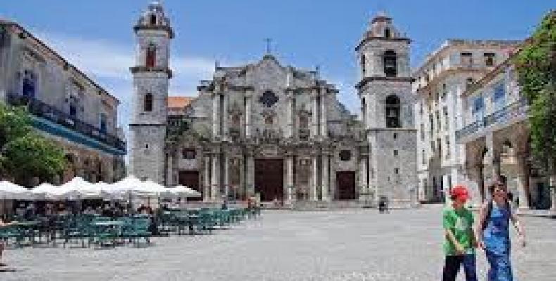 La katedralo de Havano atestas la barokan stilon.