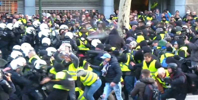 Mass protests in France spill over border.  Photo: Democracy Now