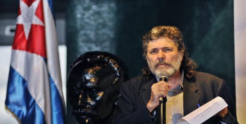 Sur la photo, Abel Prieto, directeur du programme sur l'étude et la diffusion des idées de José Marti