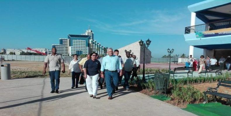 Díaz-Canel visita el Acuario Nacional de Cuba. (Foto:Facebook de Angélica Paredes)