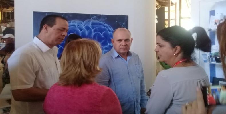 Morales Ojeda estuvo acompañado por el doctor José Angel Portal, ministro cubano de Salud Pública, y otros directivos. Fotos: ACN