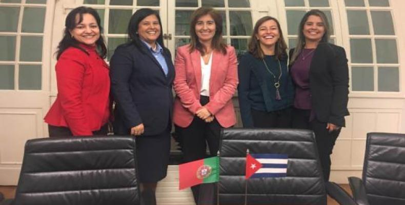 La delegación cubana desarrolló un intenso programa académico en la Universidad Nova, de Lisboa. Foto tomada de Cubaminrex.