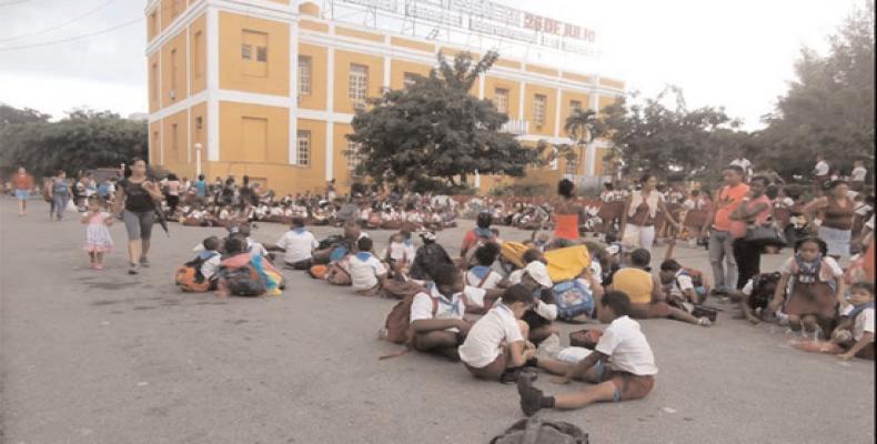 En centros educacionales como la Ciudad Escolar 26 de Julio se practican las rutinas previstas para la protección de los pequeños, las que han podido ensayar «e