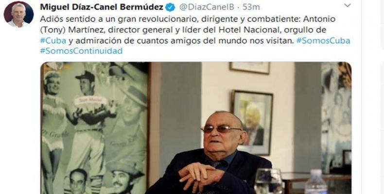 Miguel Díaz-Canel Bermúdez, homenajeó este jueves al fallecido gerente general del Hotel Nacional de Cuba. Foto: Tomada del Twitter de @DiazCanelB.