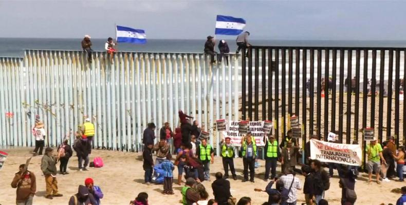 Central American caravan arrives at the U.S. border with Mexico.  Photo: AFP