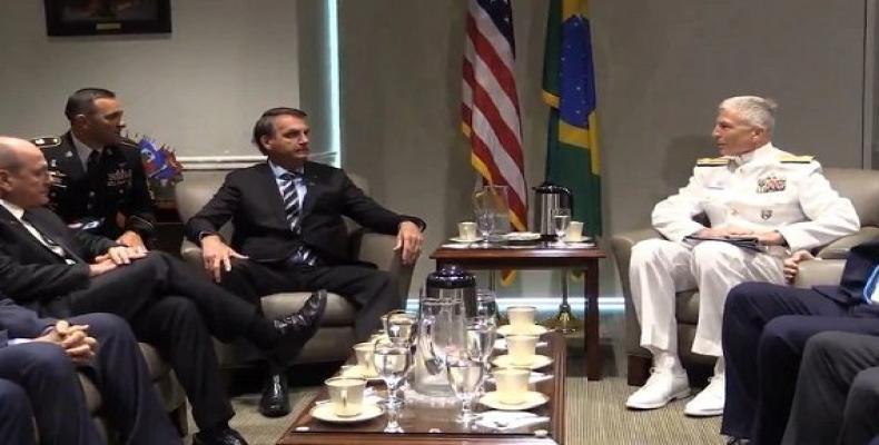 El presidente brasileño, Jair Bolsonaro, y el almirante Craig Faller, comandante del Comando Sur estadounidense. Foto: Agencias.
